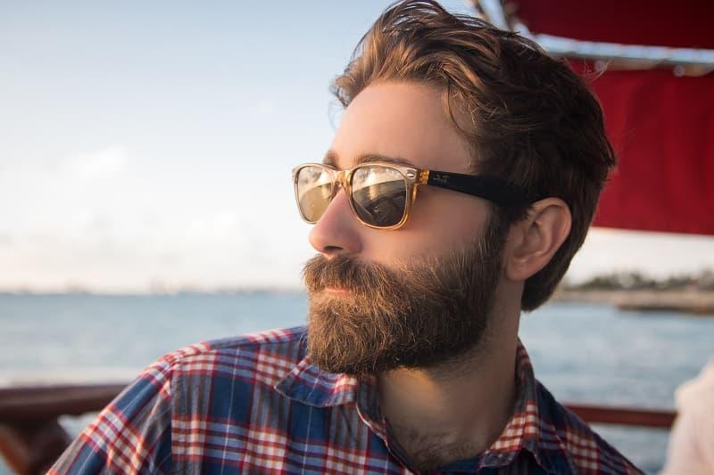 prenez soin de votre barbe depuis chez vous peinadosde10