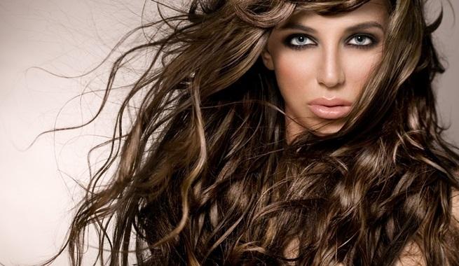 coiffure à la crinière volumineuse
