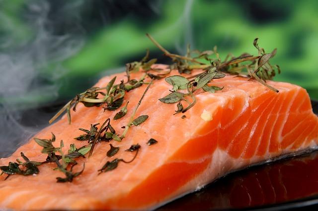 le fer du saumon prévient la chute des cheveux